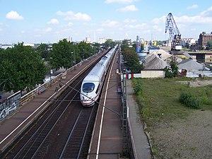 Mannheim–Frankfurt railway - ICE train on Riedbahn at Mannheim Handelshafen