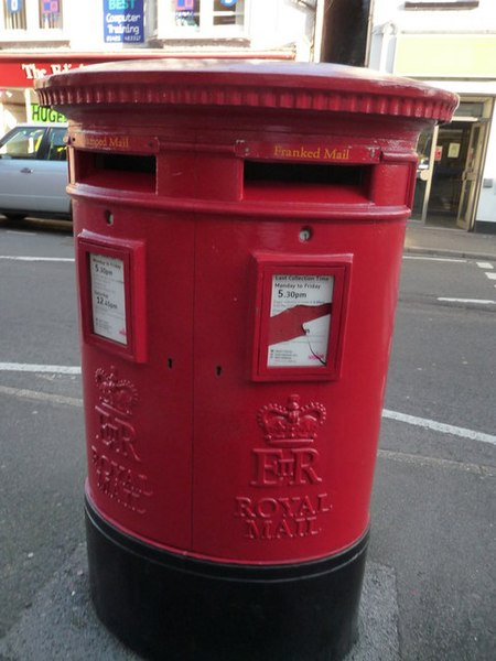 File:Ringwood , Royal Mail Postbox - geograph.org.uk - 1538737.jpg
