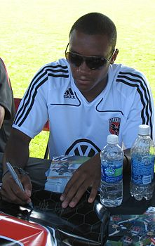 Rodney Wallace Signing Autographs.jpg