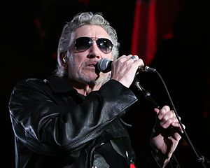 The Wall Live (2010–13) - Image: Roger Waters en el Palau Sant Jordi de Barcelona (The Wall Live) 01