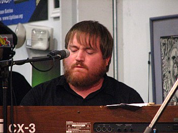 English: Ryan Monroe, keyboard player for Band...