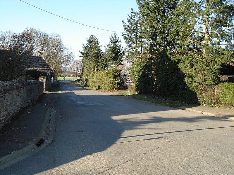 Saint-Août (36): Vue en direction d'Ardentes, de la route d'Ardentes (route départementale 14).