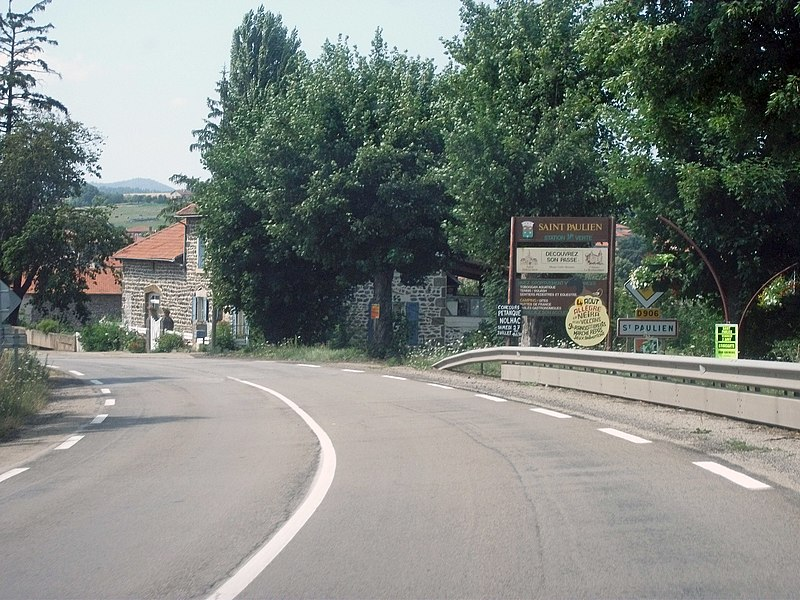 Entrance of Saint-Paulien by departmental road 906 from Le Puy-en-Velay to Vichy.