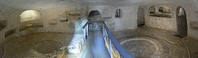 Saint Paul catacombs 09.jpg