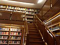 Sala de lectura. Escalera piso alto.jpg