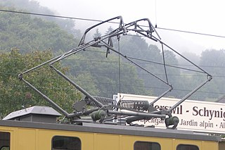 device for rail vehicles to collect current from overhead wires