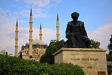 Mesquita Selimiye e a estátua do arquiteto Sinan - panoramio.jpg