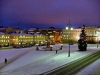 Senaatintori joulukuisena aamuna 2004.jpg