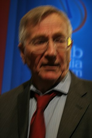 English: Seymour Hersh on Iraq at the Arab Med...