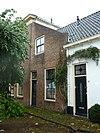 foto van Herenhuis met verdieping en dwars schilddak