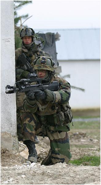 http://upload.wikimedia.org/wikipedia/commons/thumb/d/d9/Soldat_fran%C3%A7ais_au_CENZUB.jpg/329px-Soldat_fran%C3%A7ais_au_CENZUB.jpg