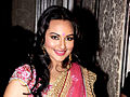 Sonakshi walks ramp1.jpg