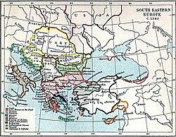 Carte du sud-est de l'Europe et de l'Anatolie.  La Grèce méridionale et la mer Égée sont fragmentées entre Byzantins et Latins.  Byzance contrôle les Balkans centraux de l'Adriatique à la mer Noire, avec la Serbie et la Bulgarie plus petites au nord.  Au-delà se trouvent la Hongrie, contrôlant la Croatie et une grande partie de la Roumanie d'aujourd'hui, et les principautés roumaines de Valachie et de Moldavie.  L'Anatolie est dominée par les États turcs, avec l'émirat ottoman mis en évidence au nord-ouest, de l'autre côté de la mer par rapport aux Byzantins.  L'empire de Trébizonde se trouve au nord-est de l'Anatolie, avec d'autres puissances latines au sud-est.