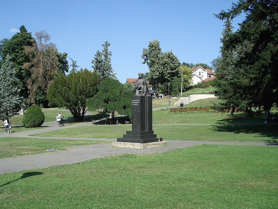 Spomenik kralju Aleksandru I Karadjordjeviću u Vrnjačkoj Banji 003