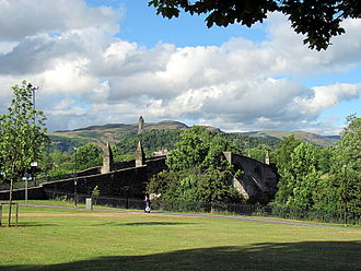 Battle of Stirling Bridge - Stirling Bridge from the south bank of the River Forth with the Wallace Monument in the background