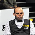 Stuart Bingham at Snooker German Masters (DerHexer) 2013-01-30 01 (cropped).jpg