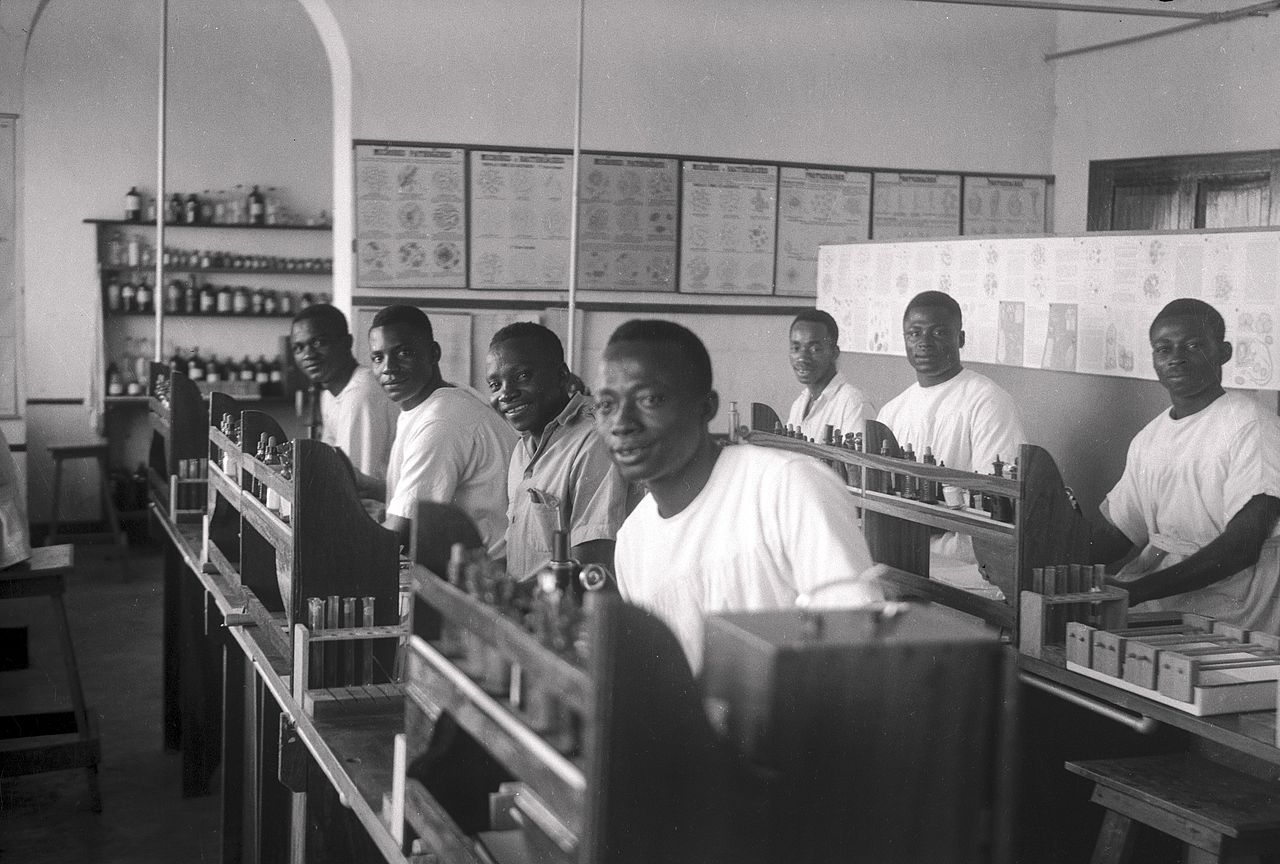 Students in theTeaching laboratory, Medical School, Yakusu Wellcome L0039121.jpg