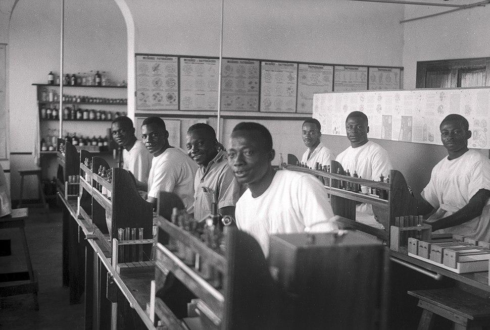 Students in theTeaching laboratory, Medical School, Yakusu Wellcome L0039121