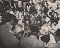 Students surrounding Sukarno, Presiden Soekarno di Amerika Serikat, p54.jpg