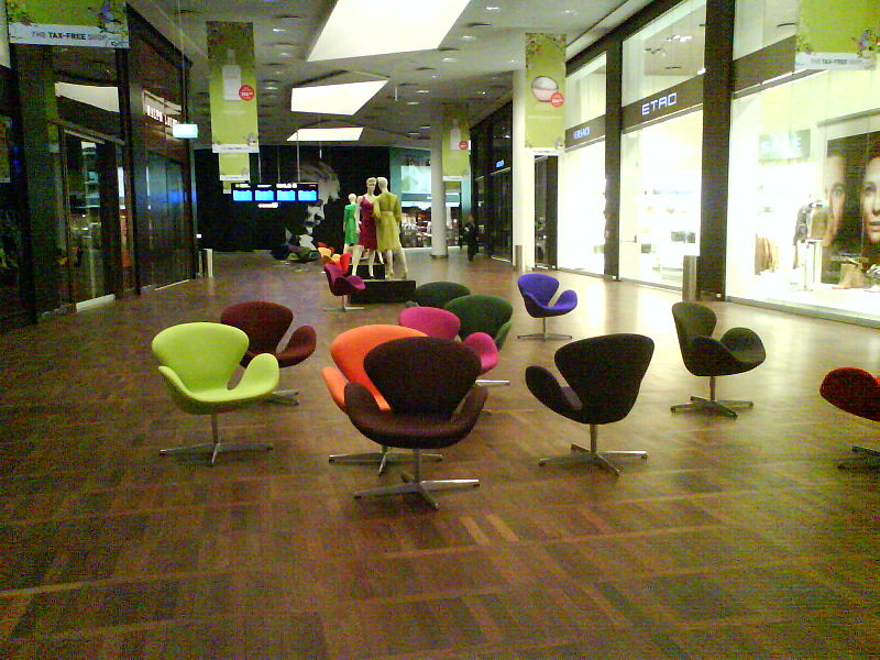 File:Swan chairs - Copenhagen Airport.jpg