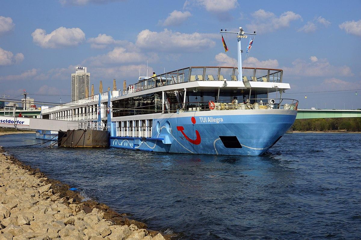 Uusi kiinalainen risteilyalus on purjehtii parhaillaan neitsytmatkallaan.