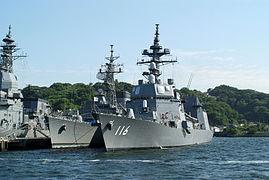 Teruzuki (DD-116), Sawayuki (DD-125) en Asuka (ASE-6102) aan de Yoshikura Pier, -2 Jun. 2013 b