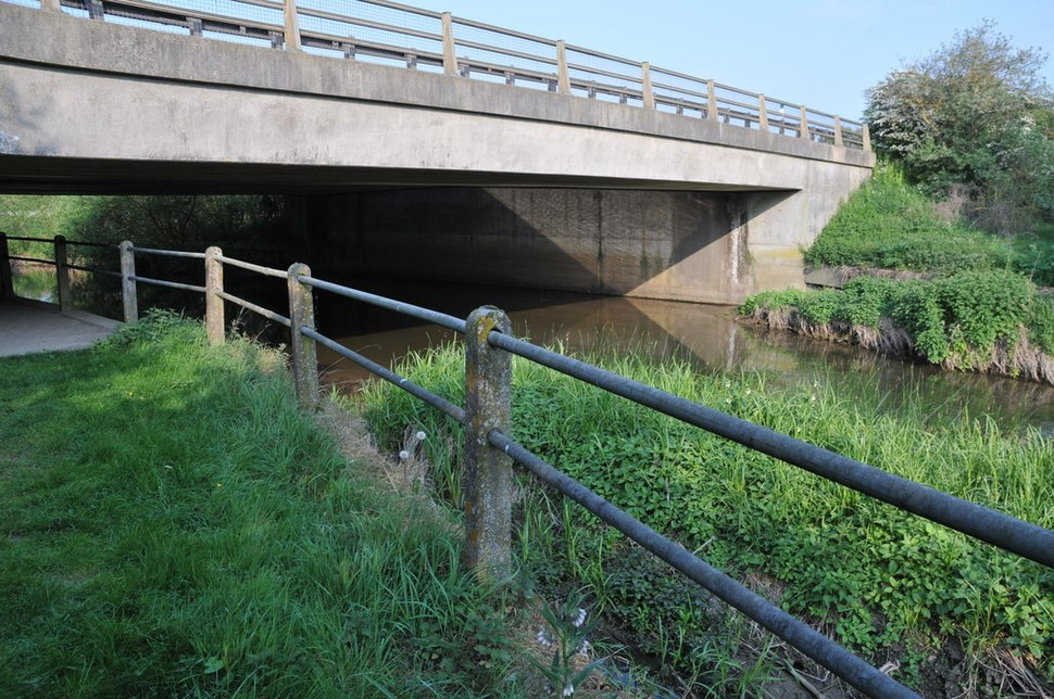 The Thames passing under the A419 (geograph 2393540)