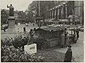 Tijdelijk monument op de Grote Markt ter nagedachtenis van de Watersnoodramp in 1953.jpg