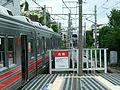 Tokyu-railway-oimachi-line-Kuhombutsu-station-doorcut.jpg