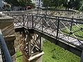 Tour du village château de Vincennes pont pieton.JPG
