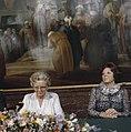 Troonswisseling 30 april bijeenkomst voor de abdicatie het Paleis Prinses Jul, Bestanddeelnr 253-8268.jpg