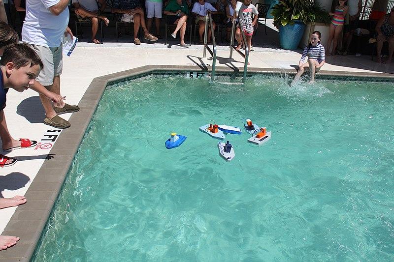 File:Tug Boat Race 7 (8) (27271193134).jpg