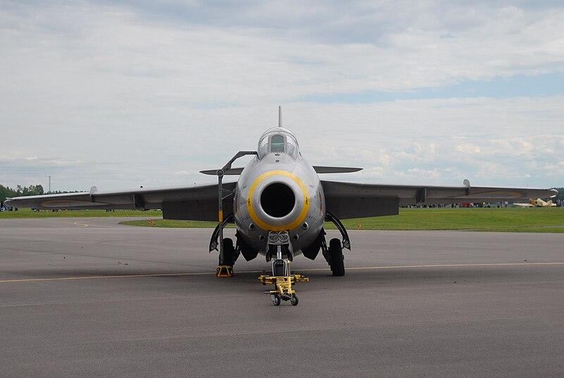 J-29f Tunnan 800px-Tunnan_at_Malmen_2010-06-13_3