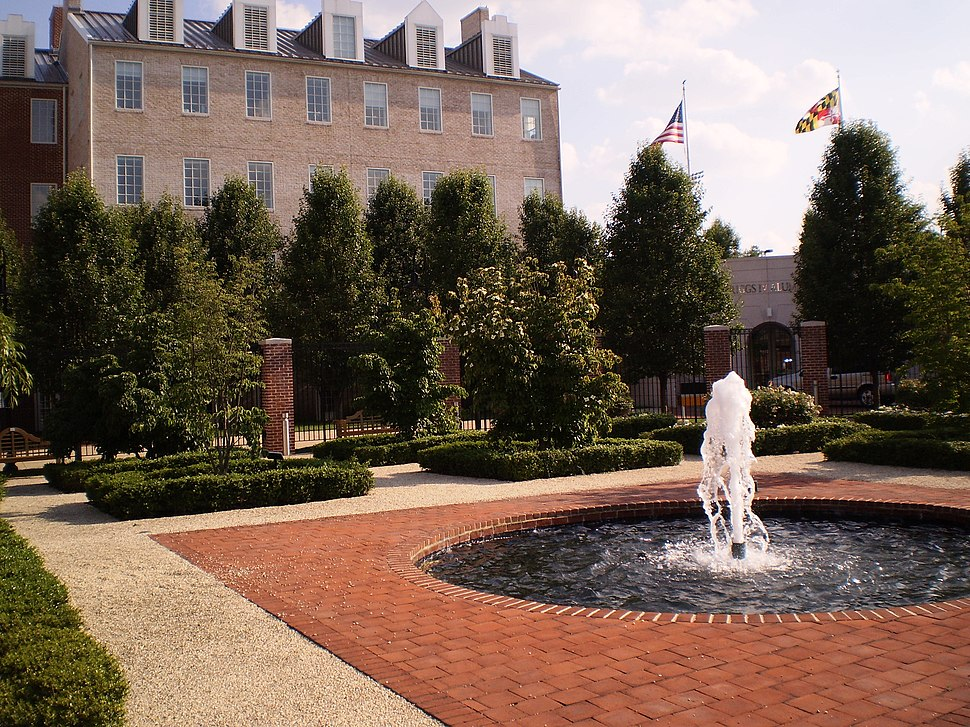 UMD Riggs Alumni fountain
