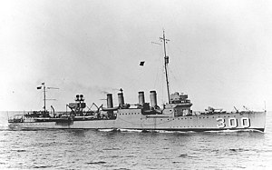 USS Farragut (DD-300) underway, circa in 1925 (NH 82561).jpg
