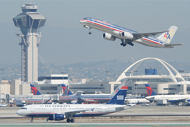 Planes at LAX By Aero Icarus from Zürich, Switzerland [CC BY-SA 2.0 (https://creativecommons.org/licenses/by-sa/2.0)], via Wikimedia Commons