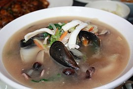 Ulmyeon, a noodle-seafood chowder