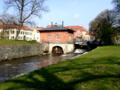 Västerås turbinhus och Svartån i Vasaparken.png