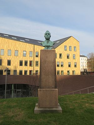 Helen Dohlmann - The Gredsted  bust at the former Municipal Hospital in Copenhagen
