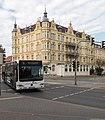 VVR-Bus Mercedes Citaro und Hotel zum Bahnhof in Stralsund.jpg