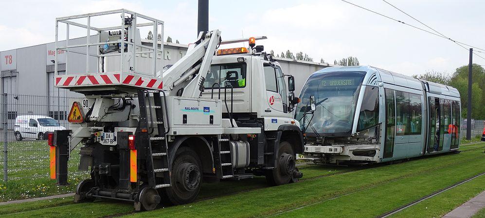 Valenciennes & Anzin - Déraillement de la rame de tramway n° 17 à la sortie du dépôt de Saint-Waast le 11 avril 2014 (095).JPG