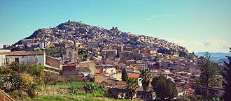 Agira - Image: Veduta panoramica del paese di Agira