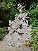 Veitshöchheim - Hofgarten - Sandsteinskulptur Pallas Athene.jpg