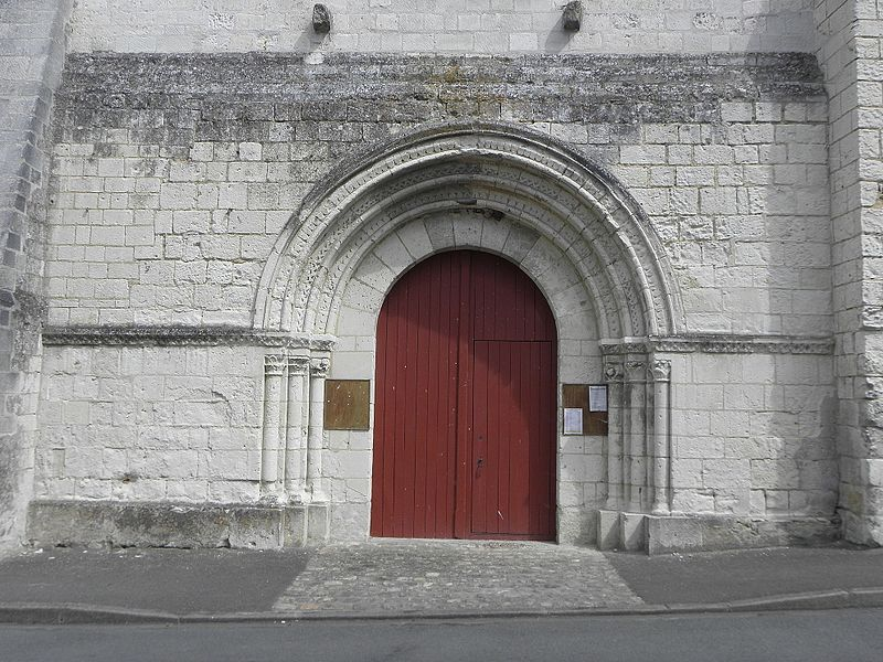 Église Saint-Vincent de Vernoil-le-Fourrier (49). Portail occidental.