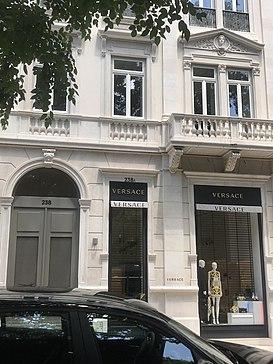 1b45a0202 Loja Versace na Avenida da Liberdade, Lisboa.