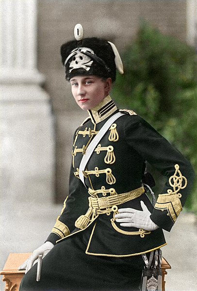 File:Viktoria Luise von Preußen in Totenkopfhusaren-Uniform - color.jpg