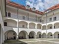 Villach Burgplatz 1 Villacher Burg Arkadenhof Ost-Ansicht 10052017 8408.jpg