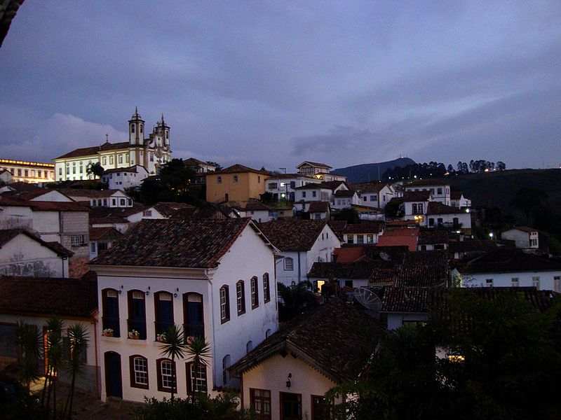 File:Vista para a Igreja do Carmo a partir do Grande Hotel.jpg