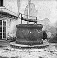 Vodnjak ob cerkvi v Divači 1969.jpg