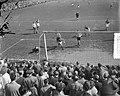 Voetbal DWS tegen Leeuwarden, spelmomenten, Bestanddeelnr 906-4546.jpg